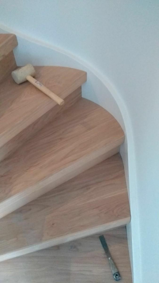 traptreden renovatie eiken hout topvloeren. Geplaatst in ronding