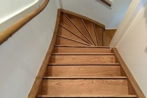 Uw trap renoveren met traptreden renovatie van topvloeren